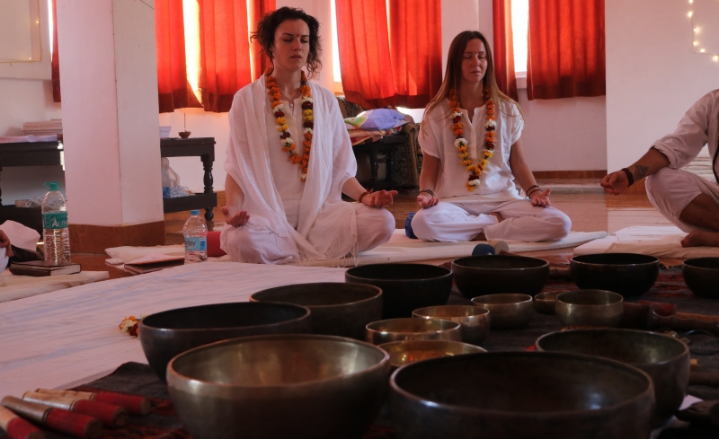 how to give sound healing session