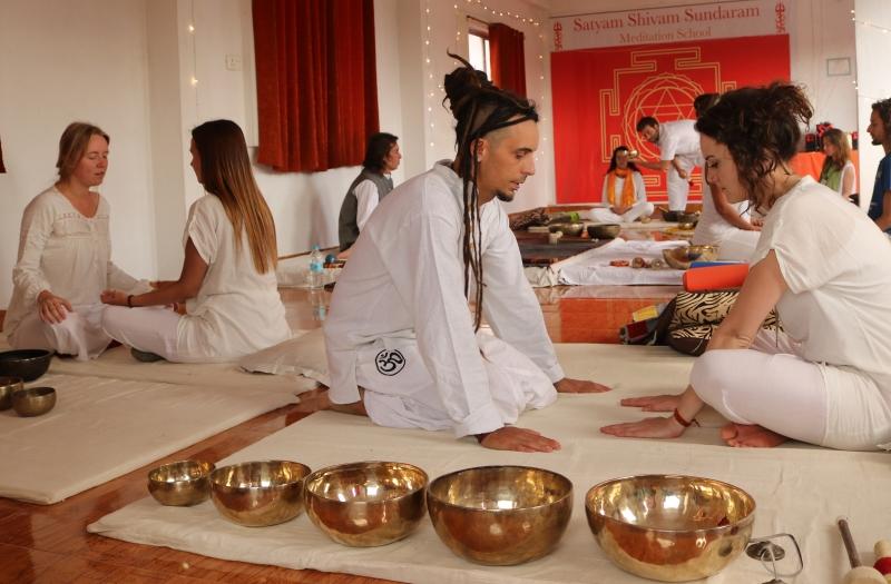 students_teaching_tibetan_soundhealing